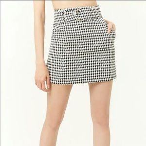 Forever 21 houndstooth style skirt with belt